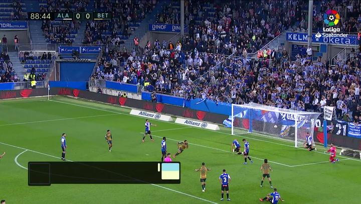 Gol de Borja Iglesias (0-1) en el Alavés 0-1 Betis