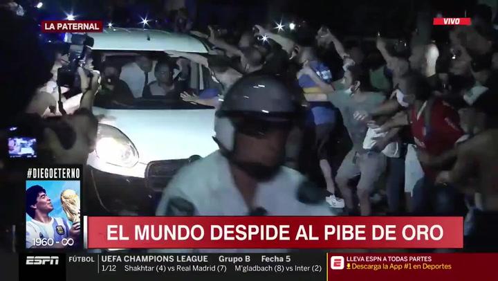 ¡Las imágenes más emocionantes que verás hoy! El féretro de Maradona escoltado por la policía y acompañado de miles de motos y coches