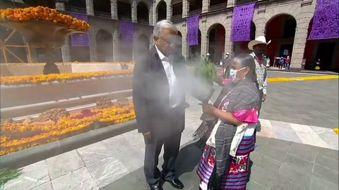 México dedica altar de Día de Muertos a fallecidos por covid-19