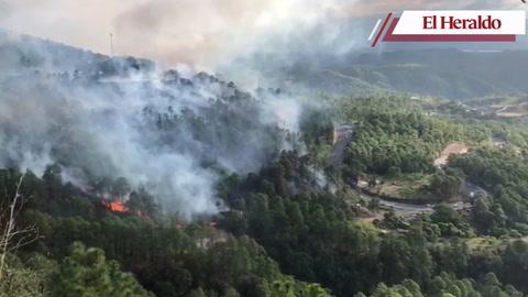 Se registra fuerte incendio en la carretera CA-5 hacia el norte de Honduras