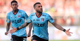 Dani Alves debuta con Sau Paulo y anota el único tanto del partido