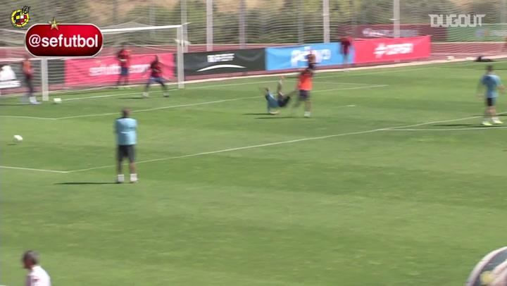 أهداف لا تصدق: بيدرو روديجيز في تدريبات المنتخب الأسباني