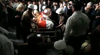 Momento en el que sepultan al empresario José Rafael Farrari
