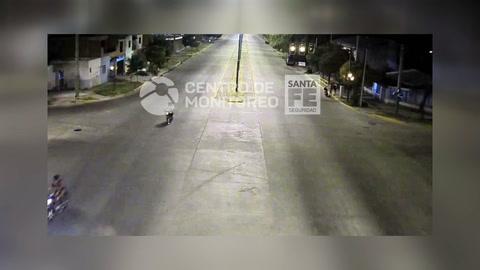 Un video muestra como un Taunus embiste a un motociclista