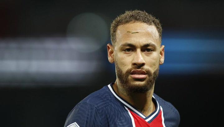 Neymar Jr se somete a un tratamiento facial