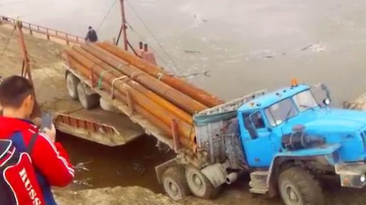 Ferjen dro da lastebilen prøvde å rygge på