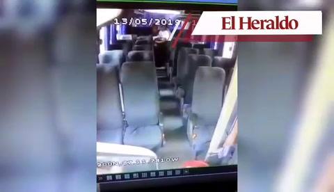 Darán de baja a oficial de Fuerza de Transporte por actos inmorales en bus