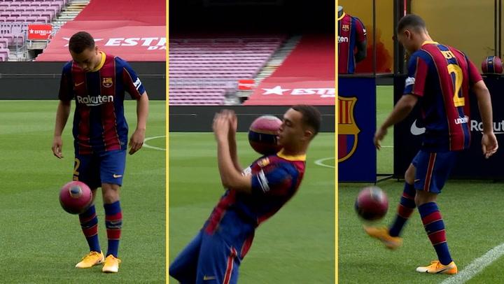 Sergiño Dest ya da toques con el balón en el Camp Nou