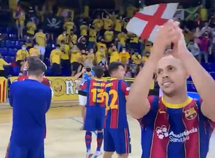 Los jugadores del Barça de fútbol sala agradecen el apoyo de su afición