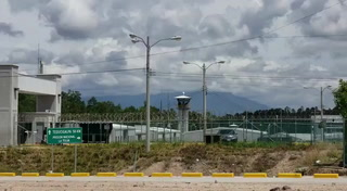 VIDEO: Continúa los disparos en el interior de La Tolva y crece la incertidumbre