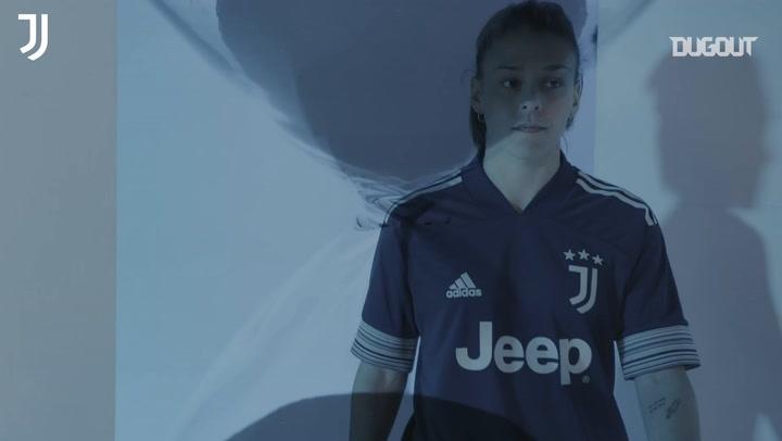 Juventus giới thiệu mẫu áo mới (2020-21)
