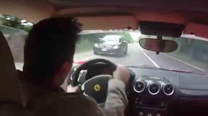 Prøvekjører superbilen da det nesten går galt