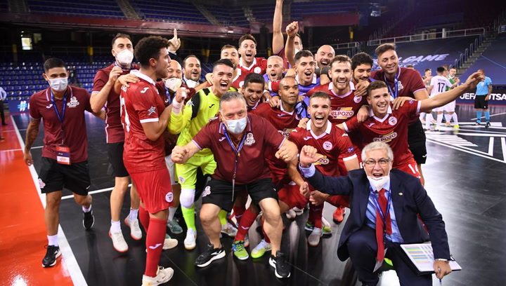 Los jugadores de ElPozo celebran su pase a la final de la Champions