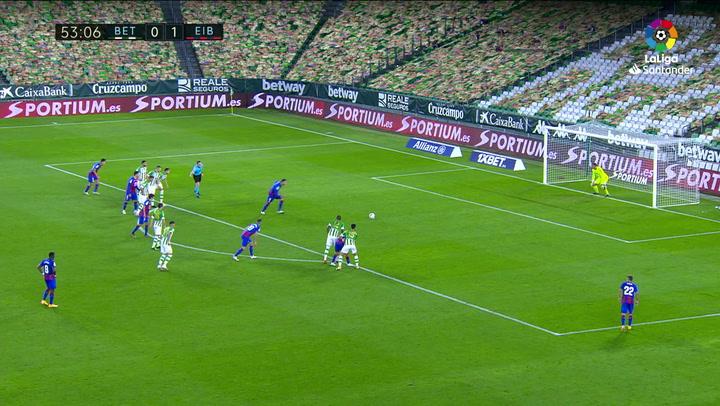 Gol de Burgos (p.) (0-2) en el Betis 0-2 Eibar