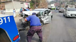 Tegucigalpa: Aparatoso accidente en carretera hacia Danlí