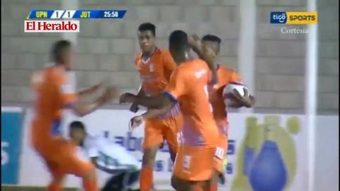 Júnior Padilla anota para el empate 1-1.ante Juticapa