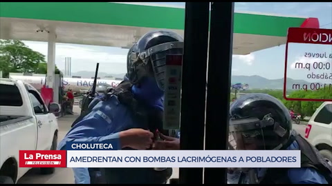 Policía en Honduras amedrenta con bombas lacrimógenas a pobladores