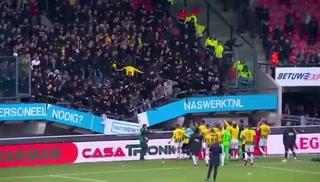 Futbolistas del Vitesse celebran con sus aficionados y colapsa la gradería