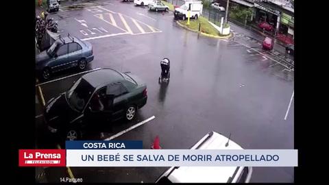 Un bebé se salva de morir atropellado cuando su coche rodó por una calle en Costa Rica