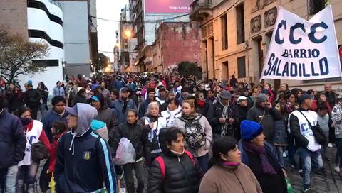 Una multitud participó de la marcha federal por pan, paz y trabajo