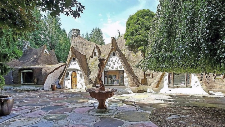 A Cottage That's Straight Out of a Fairy Tale Charms All Who See It