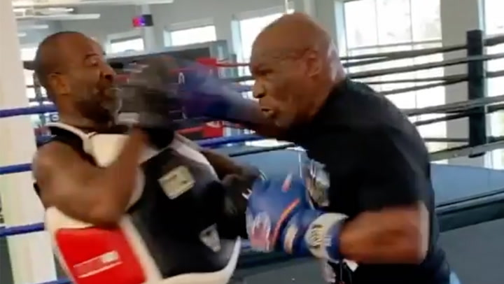 Image: Her smeller Tyson til treneren