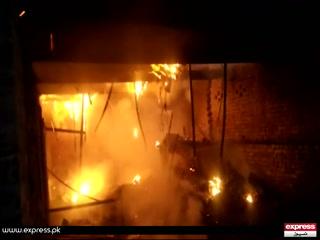 فیصل آباد ، ڈجکوٹ میں نامعلوم شخص نے بکریوں کے باڑے کو آگ لگا دی
