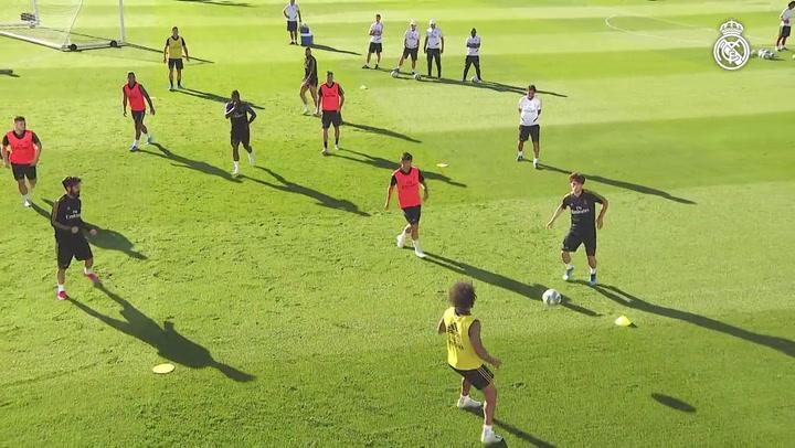 Marcelo comienza a trabajar con el grupo
