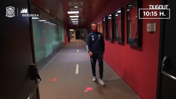 Desde dentro: Así vive un día de partido el entrenador de la selección española femenina