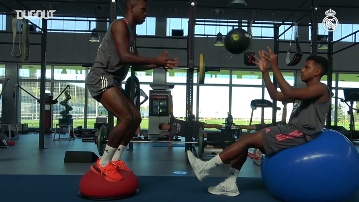 Fitness and ball work in a demanding session at Real Madrid City