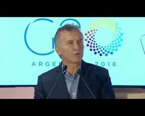 Mauricio Macri evitó hablar de la marcha y criticó a la gestión kirchnerista