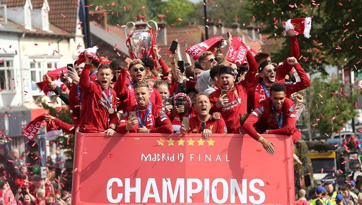 Paseo triunfal para los campeones de Europa