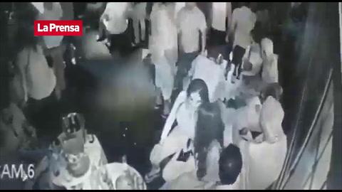 Vídeo del momento exacto de la masacre de Bar en Acapulco, México
