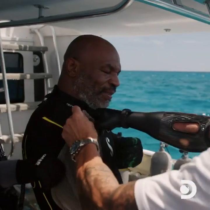 Mike Tyson se atreve hasta con tiburones