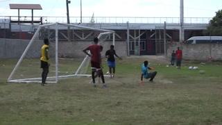 Así son las condiciones en las que juegan fútbol en Jamaica