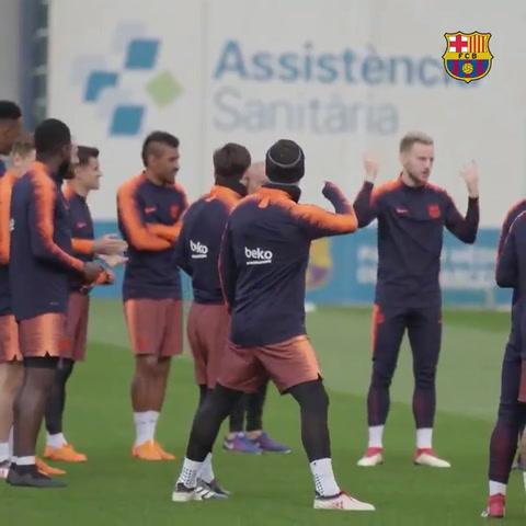 Cómo fue recibido papá Messi que ya volvió a entrenar en Barcelona