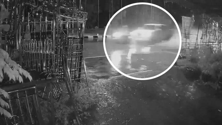 ภาพนาทีกระบะเข้าโค้งเสียหลัก ชนจักรยานยนต์บาดเจ็บสาหัส
