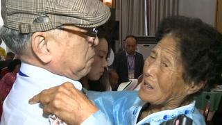 Entre Lágrimas, Coreanos Se Reencuentran Tras Décadas