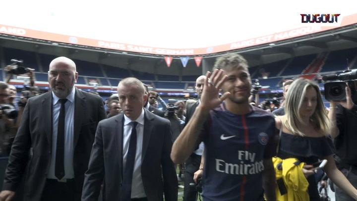World Exclusive: Neymar Meets the Fans