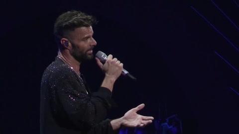 El Festival de Viña del Mar abre con protestas y Ricky Martin pidiendo por DDHH