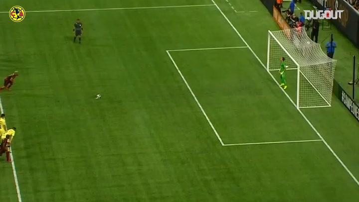 Óscar Jimenez's superb double save denies Josef Martínez from the spot