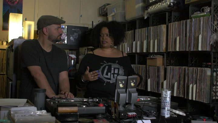 Monalisa Discusses The Nostalgic Appeal of Vinyl Records