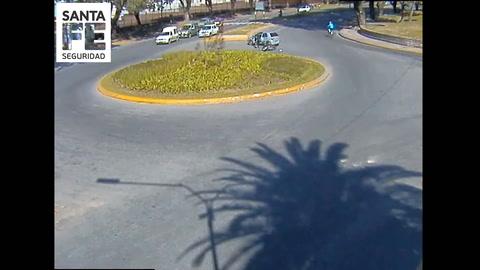 Impactante video del choque entre un auto y una moto