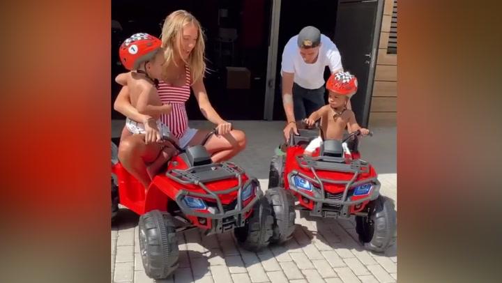 Álvaro Morata le regala a sus hijos dos quads por su 2º cumpleaños