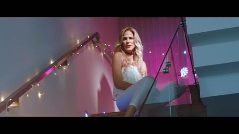 Marcela Baños se lanzó como cantante y presentó su videoclip