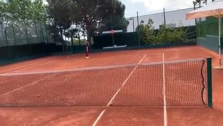 Shakira, jugando a tenis