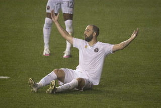 MLS: Higuaín debuta en el Inter Miami con dura derrota y fallando un penal