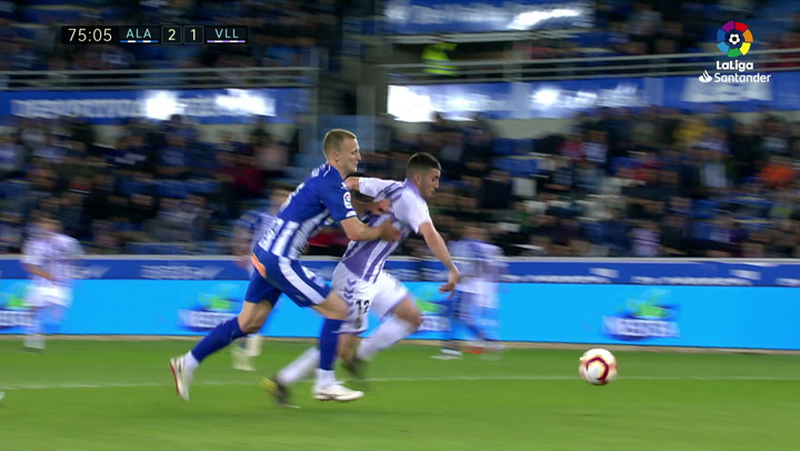 LaLiga: Alavés-Valladolid. Penalti cometido por Rodrigo Ely a Sergi Guardiola
