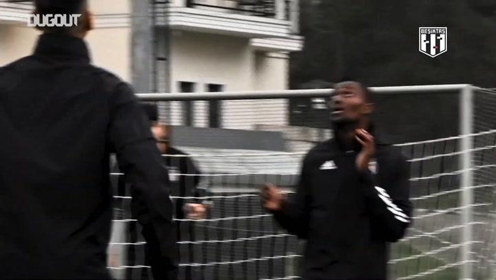 Beşiktaş, Ayak Tenisi Oynadı!