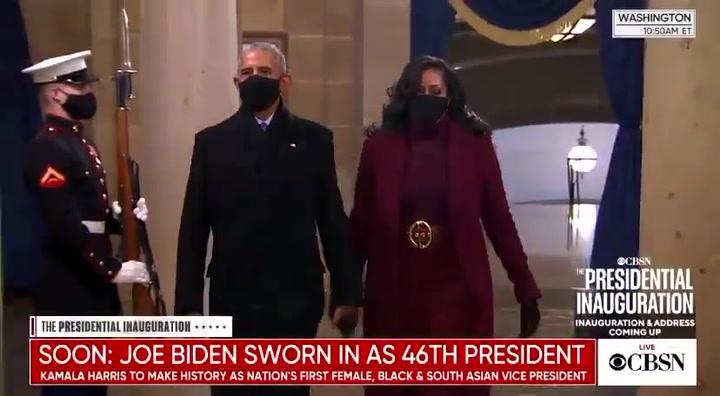 Michelle Obama acapara todas las miradas con su 'look' en la toma de posesión de Biden.mp4